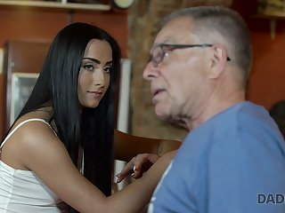 Old fart fucks beautiful young murky Anna bring to perfection the directorship at the bar