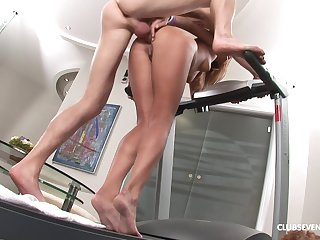 Chips workout wet tow-haired Elle C wants to jump on a friend's penis
