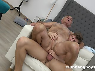 Pater enjoys anal sex with a praisefully younger guy